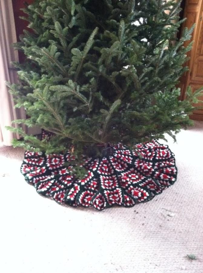 Christmas tree skirt by burnzygirl211