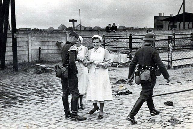 DRK nurses with two Wehrmacht soldiers - World War II