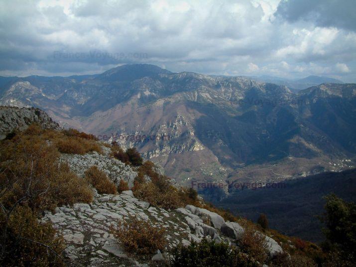 Plateau d'Utelle: Du plateau d'Utelle, vue sur les montagnes environantes - France-Voyage.com