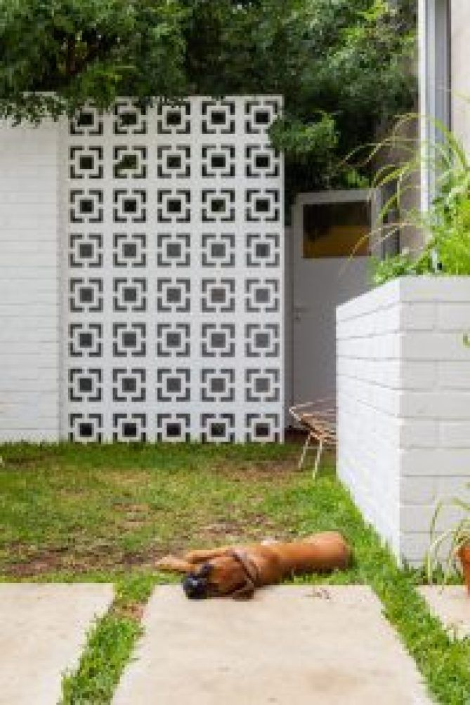 The Nature Inspired Eco House In 2020 Eco House Breeze Block Wall Compound Wall Design