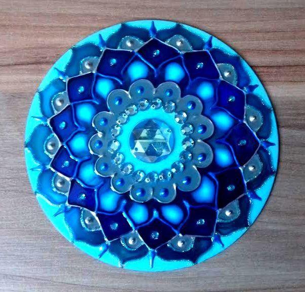 Mandala em Cd, com ganchinho para pendurar.