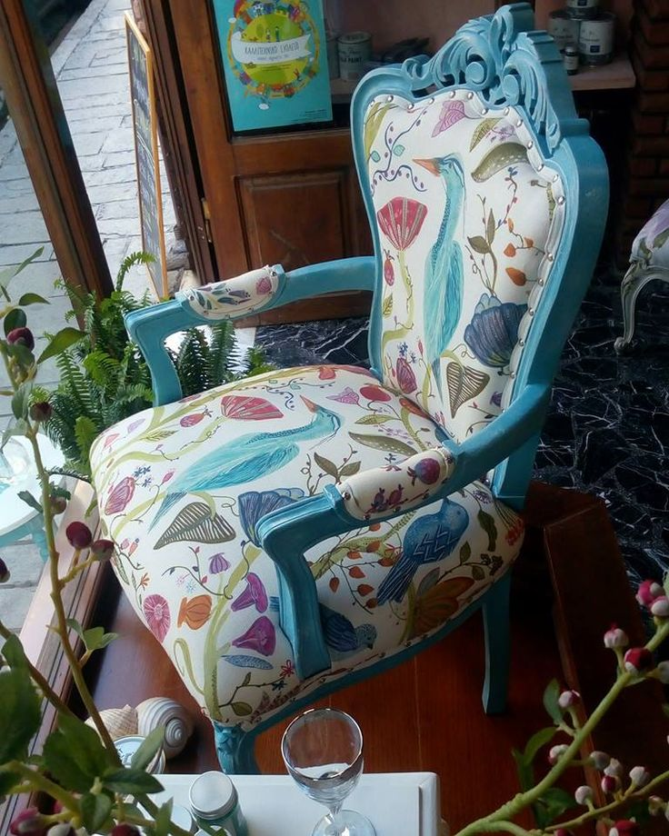 Chalk Paint® in Giverny mixed with Louis Blue and Pure White makes a beautiful color for a chair! Project by Annie Sloan Stockist Les Couleurs de Princesse in Greece