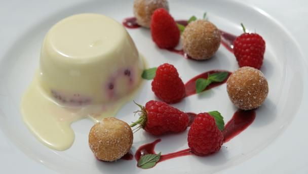 Raspberry panna cotta with doughnuts |      Light, creamy panna cotta served with mini doughnuts and a raspberry sauce.Equipment and preparation: For this recipe you will need 10 dariole moulds.