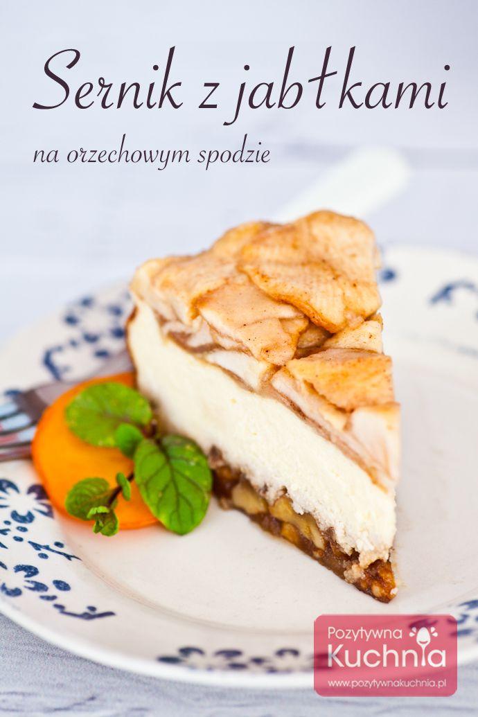 #przepis na sernik z jabłkami, na orzechowo-karmelowym spodzie. Fantastyczne #ciasto  http://pozytywnakuchnia.pl/sernik-z-jablkami/  #kuchnia #deser #sernik #jablka