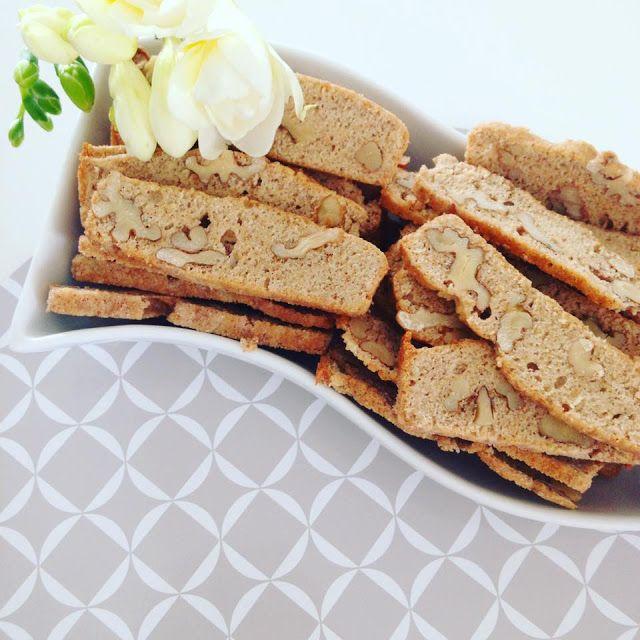EAT TRAVEL LIVE LOVE: Špaldové orechové keksíky Nakoľko mi ostali bielk...