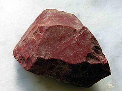 Hematit (Krevel)- používá se jako barvivo nebo lešticí prášek. Někdy jako ozdobný a drahý kámen