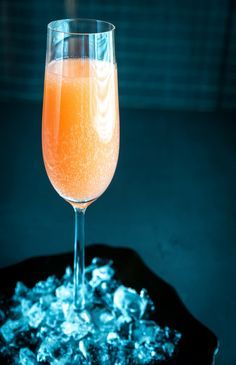 Cocktail Bellini (pêche et champagne) Menu de Noël N°9 : Le cocktail délicat