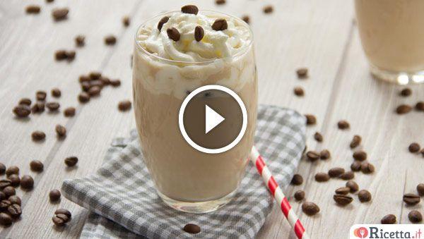 Quando iniziano le calde giornate estiveenon si vuole rinunciare al piacere di un buon caffè con il latte, la soluzione ideale è il cappuccino freddo. Una fresca bevanda a base di latte, caffè solubile e ghiaccio tritato resa ancora più invitante da qualche chicco di caffè in superficie. Un dessert buo