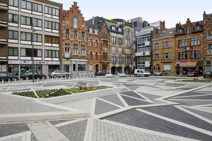 T2 Spatialwork ltd. Theo Lorenz, Tanja Siems with B612 associates 2009-2015, Masterplan and Realisation Dr-Schweitzer-Square in Brussels.The various traffic flows cut the whole square into an indefinable traffic chaos.A single homogeneous square is an illusion.The proposal focuses at channelling the traffic flows through the Square and defines it through an assembly of connected islands.Each area of the square has a distinctive character adding to the overall atmosphere of the Square…