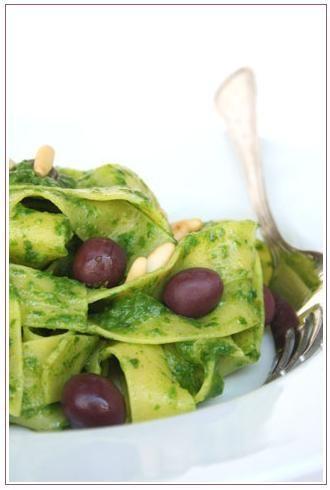 Pappardelle con crema di scarola, capperi e olive di gaeta