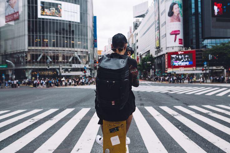 サンフランシスコ発のメッセンジャーバッグブランド[CHROME(クローム)]が、ストリートフォトグラファーに向けたカメラバッグ『NIKOシリーズ』をリリース。これを記念して、10月14日(金)に写真展『LIVE THE CITY』が開催される。