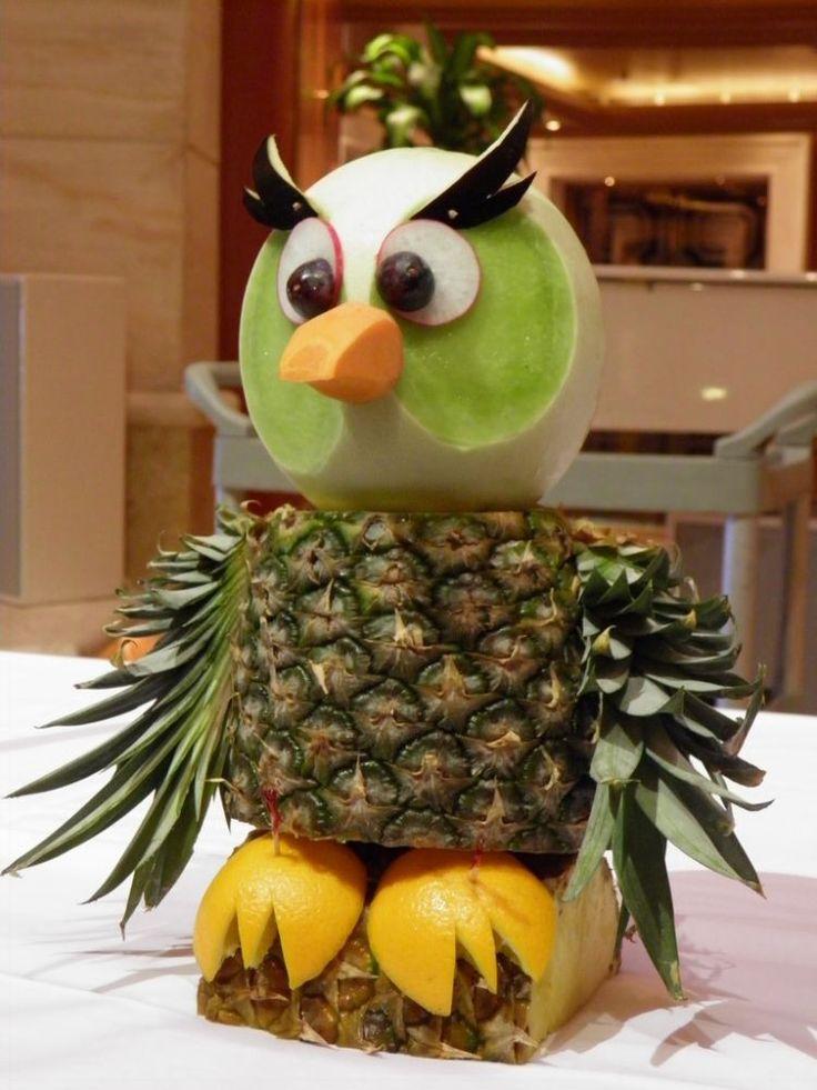 Uhu Figur aus Obst zusammenstellen
