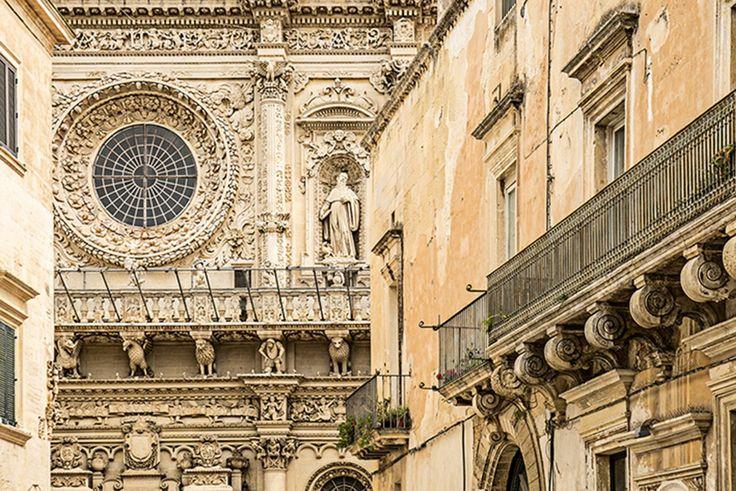 Lecce, localizada na maravilhosa região do salto da bota italiana, é o motor dos produtos da região de Apúlia. Nick Savage vagueia pela arquitetura barroca, a pasta sensual e os habitantes da região que lutam para manter viva a tradição