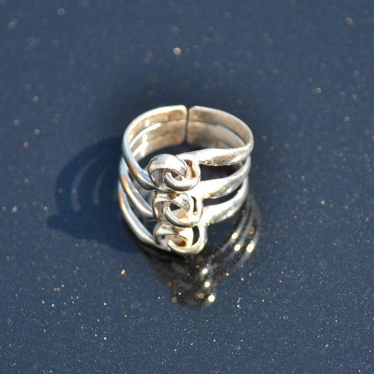 Verstelbare ring van zilver 950 http://www.dczilverjuwelier.nl/zilveren-ringen/6004