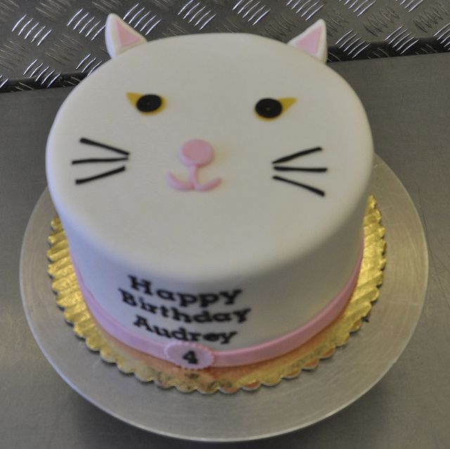 Cat cake by jennywenny, via Flickr