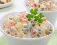Macédoine de légumes pas chère en 30 min : http://www.cuisineaz.com/recettes/macedoine-de-legumes-pas-chere-en-30-min-79030.aspx