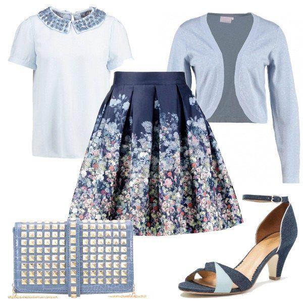 Outfit composto da gonna a campana a fantasia floreale, maglia con applicazioni sul colletto, cardigan in viscosa. Completano il look la pochette in similpelle ed i sandali in jeans.