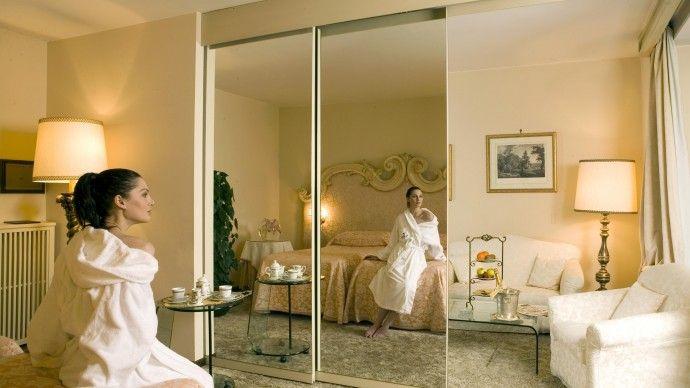 Séparateur de chambre original en optique mirroir !  Abano Ritz Hotel Terme en Italie  http://www.spadreams.fr/pas-cher/italie/monts-euganeens/abano-terme/abanoritz-hotel-terme/  Allez-y pour une fangothérapie :  http://www.spadreams.fr/thalasso-spa-cures/fangotherapie/