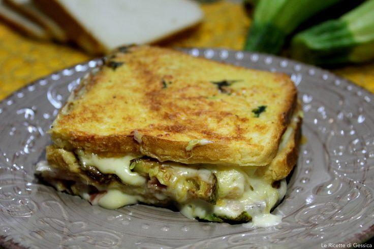 Lasagne di pancarrè ripiene di zucchine, formaggio e prosciutto cotto. Un primo piatto gustoso e veloce. Ricette per bambini