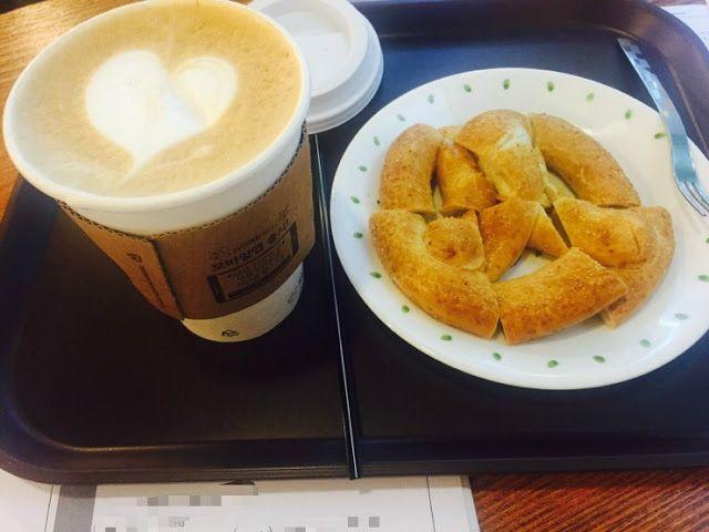 따뜻한 카페라떼와 프레즐의 여유.
