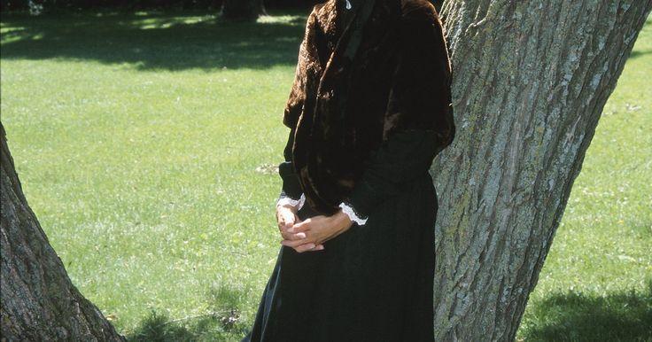 Vestimenta das mulheres pioneiras de 1800. As mulheres norte-americanas pioneiras, que se mudaram para o oeste entre aproximadamente 1815 e 1880, vestiam-se com roupas práticas, e suas roupas consistiam em várias camadas. Os padrões da época impunham que elas não podiam mostrar praticamente nenhuma pele e nem usar calças, que eram consideradas imorais em uma mulher. As mulheres pioneiras ...