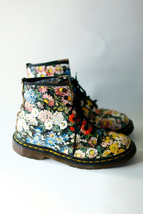 I HAD THESE IN HIGH SCHOOL! Vintage 90s Dr Martens Floral Flower Grunge Boots (stuff I wore is now VINTAGE?!)