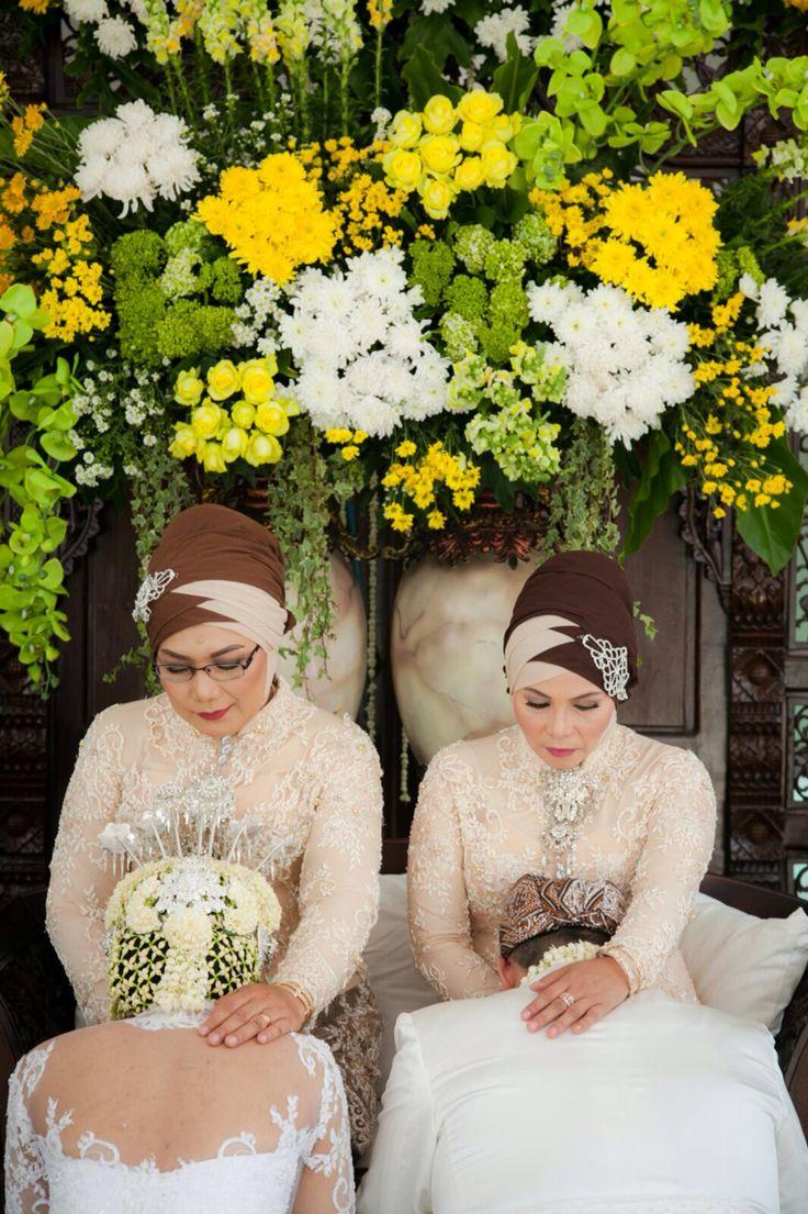 Sundanese Wedding - Sungkeman