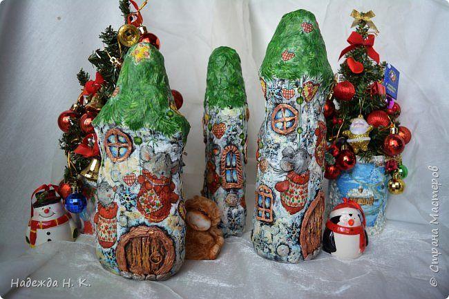 Здравствуйте, дорогие мастерицы и гости моей странички! Новый год и рождественские праздники диктуют тему сегодняшнего мастер-класса. У каждого, кто наряжает дома елку, под ней обязательно ставит  Деда Мороза, Снегурочку и их помощников, но никто наверняка не задумывался, где же эти волшебные персонажи будут отдыхать после насыщенного событиями дня, когда хозяева квартиры уже улеглись в уютные кроватки. Вот и показалось мне, что маленький теплый домик просто необходим сказочным человечкам…