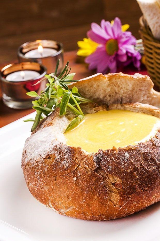 Sopa de batata baroa e alho poró no pão italiano