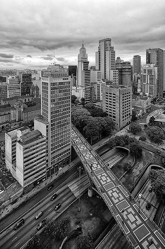Vale do Anhangabaú e Viaduto Santa Efigênia. São Paulo the entertainment capital of Brazil http://www.augustuscollection.com/sao-paulo-entertainment-capital-brazil/