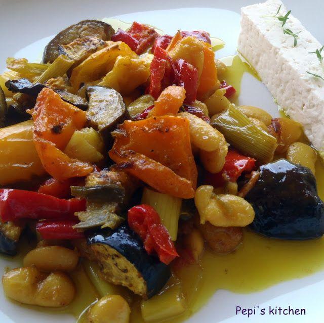 Φασόλια με λαχανικά στο φούρνο http://www.pepiskitchen.blogspot.gr/2012/09/blog-post_16.html