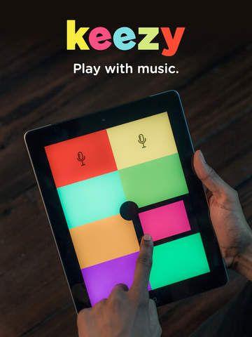 """Keezy. Man kan bruge et musik stykke, der er indspillet eller man kan lave et selv. Man kunne f.eks tage en sang som Jens Hansen havde en bondegård. Man skal så huske hvllke farver, man skal trykke på for at afspille stykket med """"Jens Hansen havde en bondegård"""". """"Lirum Larum lej"""" skal også bruges flere gange. Der bliver ligesom lidt kodning i musikstykket. Appen er gratis. Se mere om appen her https://keezy.com/"""