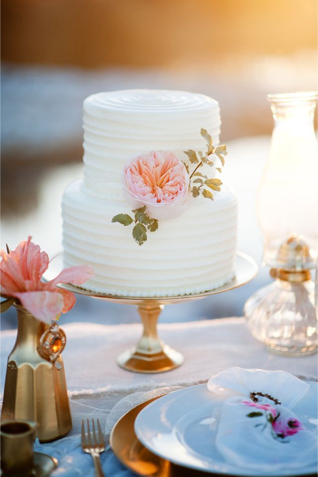 Bolo de casamento decorado com Peônia - Peony adorned wedding #cake | Kristina Curtis Photography | http://burnettsboards.com/2014/01/mother-daughter-inspiration-shoot/