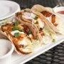 Una receta deliciosa de tacos de pescado crujientes con una salsa de chile y mayonesa espectacular.