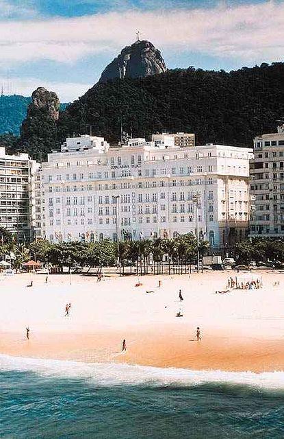 Copacabana Palace Hotel, Rio de Janeiro, Brasil. Adoro este lugar. Estive aqui andando no calçadão muitas e muitas vezes. More