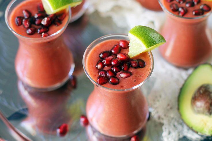 Börja dagen med en frukostshot med granatäpple och färska jordgubbar så får du en härlig energikick!
