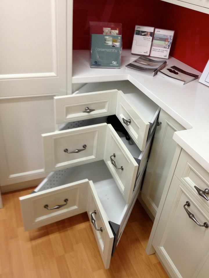 Corners drawers - these hold up to 65kg in weight and can be configured into 4 equal drawers if necessary