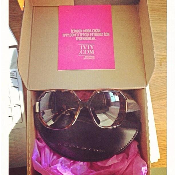Mutlu Üyelerimizden Stylishine Marc Jacobs gözlüğüne kavuşmuş.