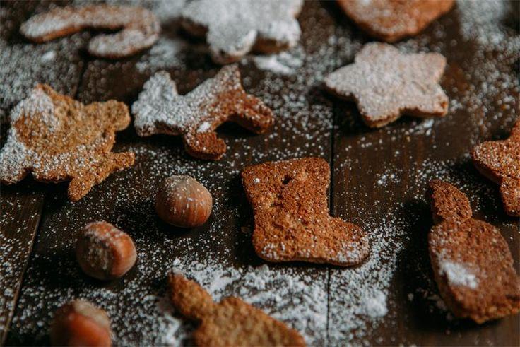 Имбирное печенье: рецепт Имбирное печенье лёгкое в приготовлении и пряное на вкус. Весёлое и вкусное имбирное печенье обожают дети.Продукты:400 гр цельнозерновой муки150 гр сахарной пудры...