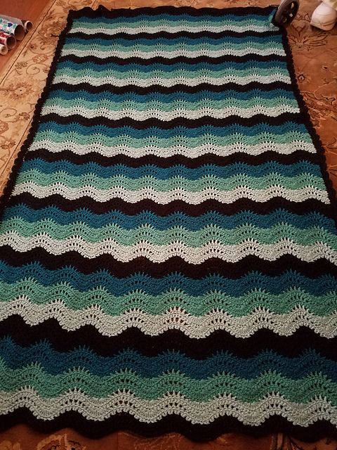 Feather and Fan Baby Blanket – Free crochet pattern #crochet #babyblankets