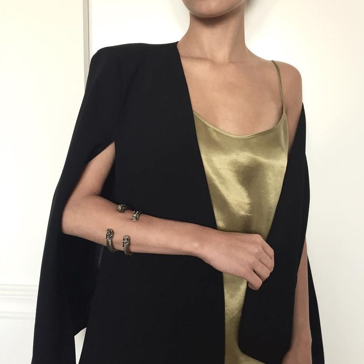 Style it up ✨#saturdaynight #satin #styleitup #slipdress #style #eveningwear #sleepwear #easywear #minimal #chic #pureform #minimalism #stylegram #instastyle #olive #cupro #inspiration #moyestore #moyehomewear