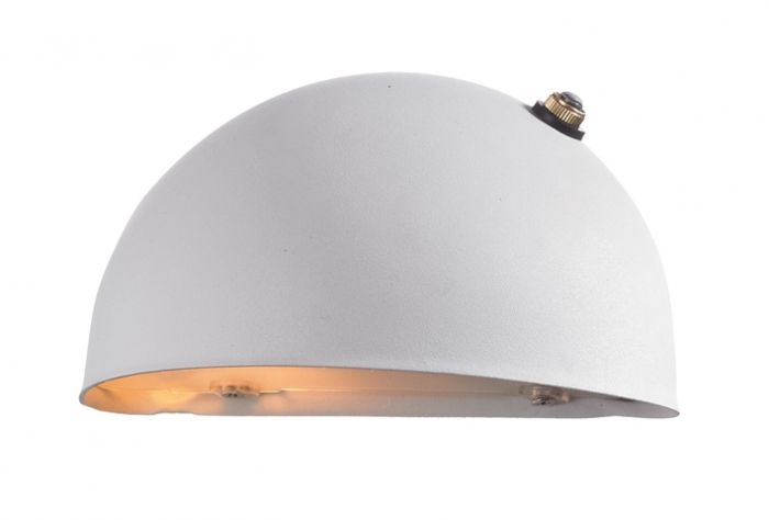 Stan vägglampa ljussensor vit, liten Stan Vägglampa Ljussensor Vit, Liten 458 Kr Rek Pris: 513 Kr (Du Sparar 55kr) Stan är vägglampa med runda former och ljussensor, avsedd för utomhusbruk. Stommen på lampan är gjord i materialet stål och lampan har ett glas som gör att slämpan släpper iväg ett jämnt och fint ljust.