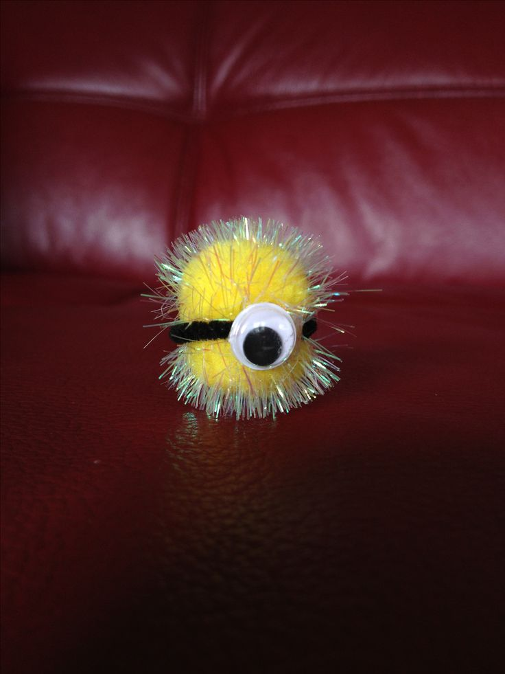 @Krista McNamara McNamara McNamara McNamara Wiehle Mini Minion. A swap maybe?? Super simple DIY craft for kids (or adults ... It's so cute it'll make you want one of your own). All you need is a Pom Pom, a black pipe cleaner, a googley eye, and a glue dot. Create all sorts of little minion monsters using bigger Pom Poms, more googley eyes, maybe even a tennis ball for the body and shortened toilet paper rolls for goggles.