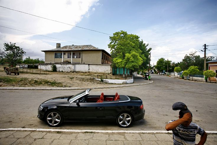 Audi A5 Cabrio (  Mihai Dăscălescu / Mediafax Foto  ) - See more at: http://zoom.mediafax.ro/sport/masini-11154091#foto_2