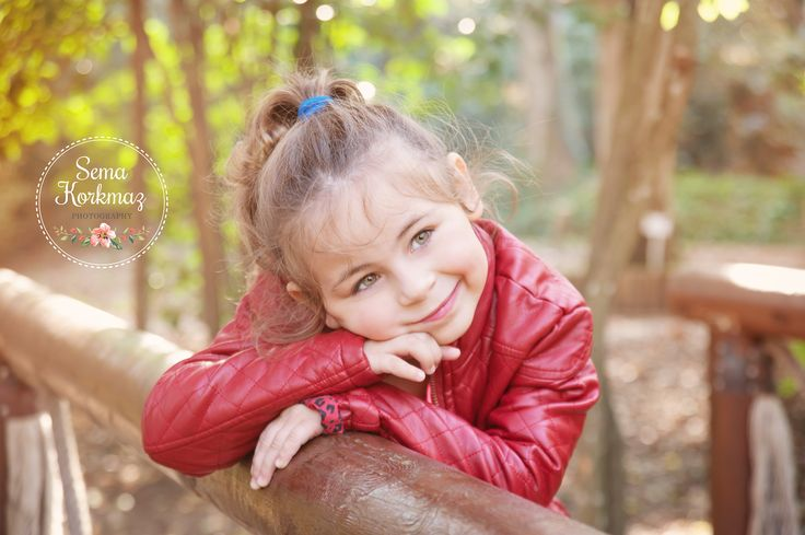 www.semakorkmaz.com #autumn #bridge #5yearold #outdoorphotosession #child #sonbahar #semakorkmazphotography