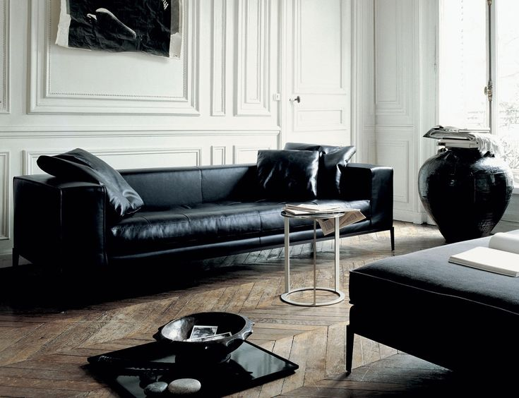 Brabbu | A black leather sofa is a statement furniture piece that looks timeless and stylish in any room. | Modern Sofas | Find more inspiration here: http://modernsofas.eu/2016/03/10/living-room-inspiration-black-leather-sofa/ #modernsofas #blacksofa #blackleathersofa