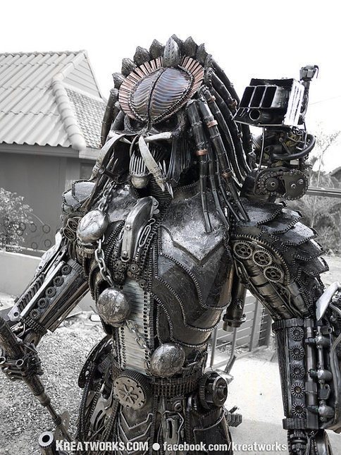 Amazing Steampunk Predator Sculpture [pic]    Something to put in front of your house maybe :-)