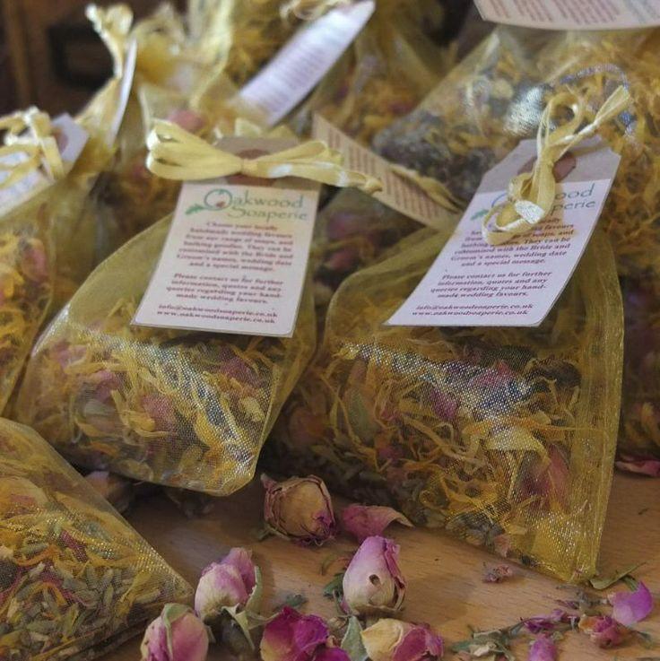 wedding favours and confetti from Oakwood Soaperie. www.oakwoodsoaperie.co.uk