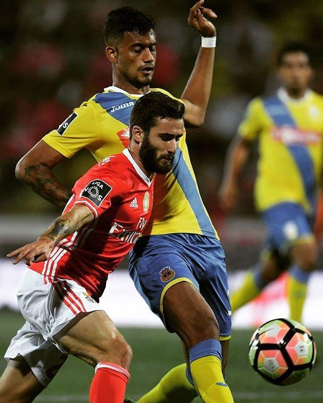 Rafa Silva estreou se de águia ao peito.  #Benficaorgulho