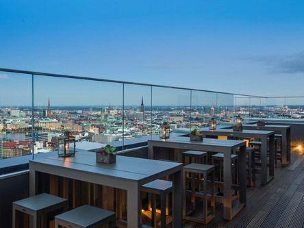 """""""High End"""" - Hamburg's Highest Location  Die höchste Event Location Hamburg`s hat Zuwachs bekommen: Das High End im 26ten und 27ten Stock des Radisson Blu Hotel, Hamburg bietet Gästen und Besuchern eine neue, spektakuläre Dachterrasse. Auf 118 Metern genießen Sie den atemberaubenden Panorama-Blick über City und Alster bis hin zu Hafen und Elbphilharmonie. Bei exotischen Cocktails und Fingerfood kann der Sommer mit seinen langen warmen Abenden hier in vollen Zügen genossen werden."""